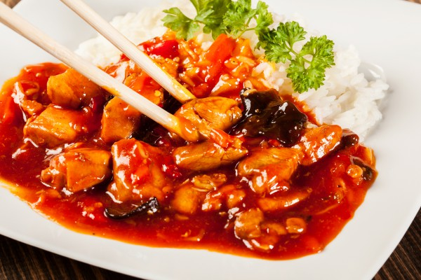 Тушеный ягненок с чили и имбирем по-корейски и рисом