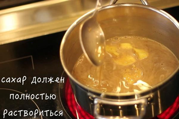 процесс варки имбирно-пряничного латте
