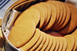 круглое имбирное печенье