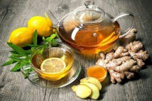 имбирный чай в чайнике