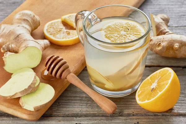 отвар имбиря и лимона в стакане