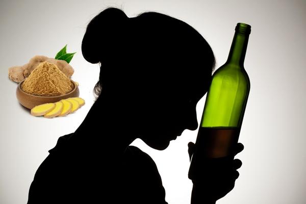 девушка с бутылкой и имбирь