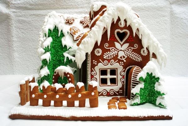 имбирный домик со снегом