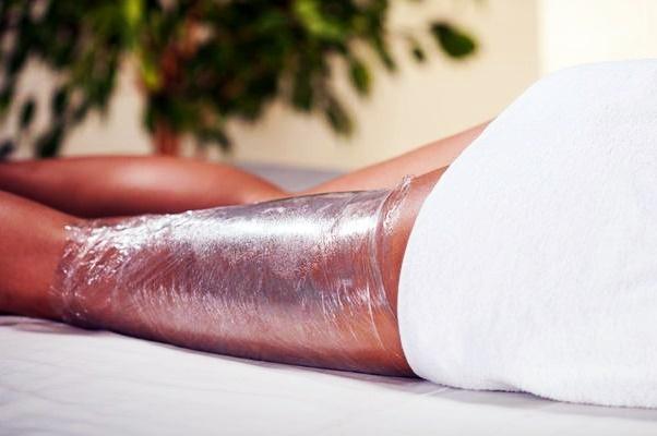 обертывание ноги пленкой с имбирем