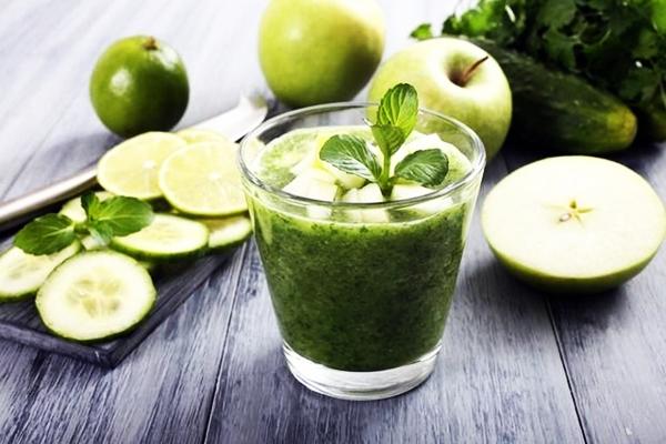 смузи с имбирем, огурцом и зеленью