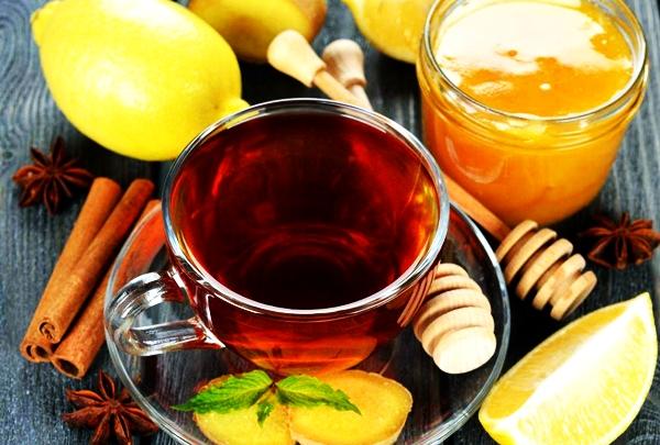 черный чай с имбирем, медом и лимоном
