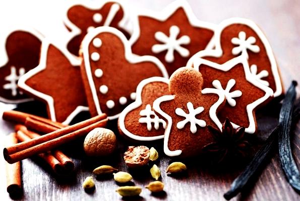 новогодние фигурки имбирного печенья с шоколадом
