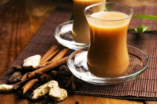 кофе с корицей и имбирем в чашке
