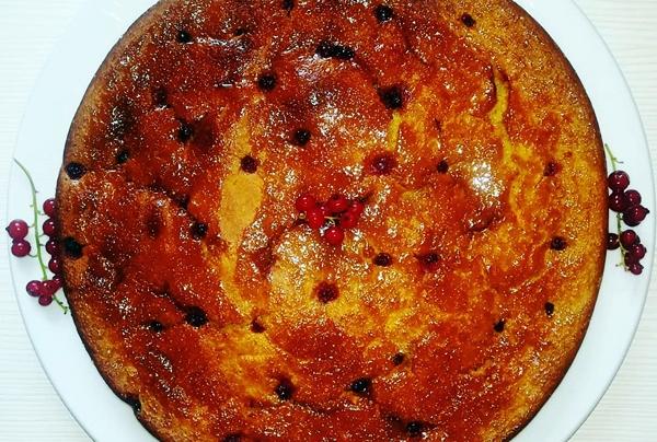 имбирный пирог со смородиной
