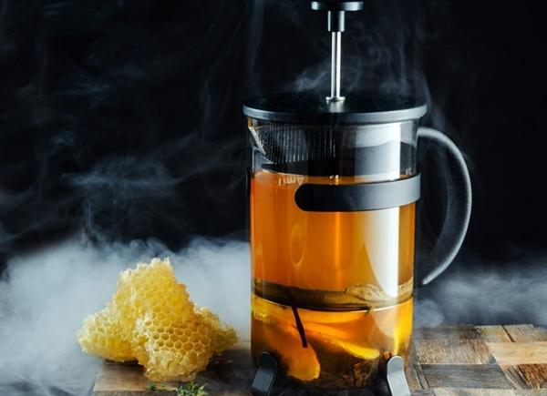 чай с имбирем и медом в заварнике