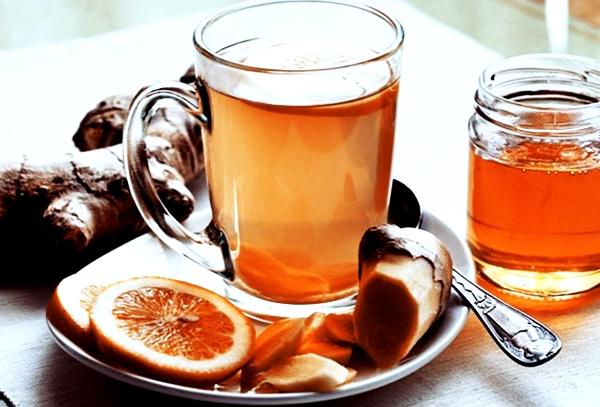 имбирный чай с медом в чашке