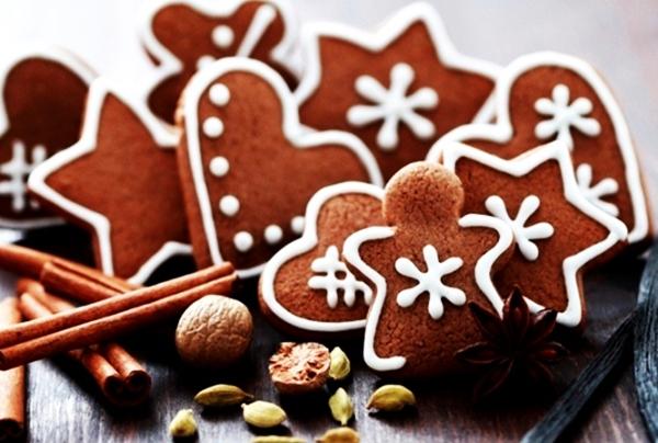имбирные пряники с какао в форме снежинки