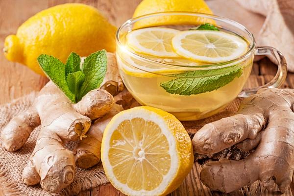 имбирный напиток с лимоном и мелиссой