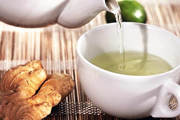 процесс приготовления имбирного чая