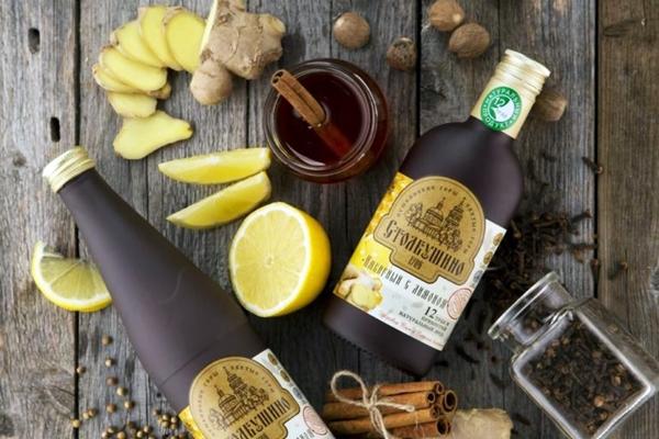 бутылка сбитня с имбирем и медом