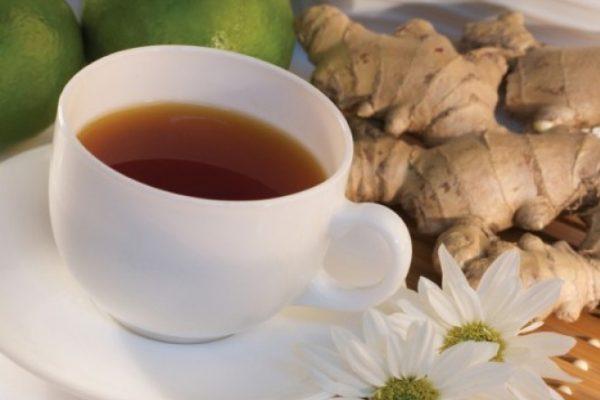 чай с имбирем в чашке