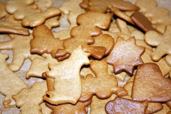 разные фигурки постного имбирного печенья