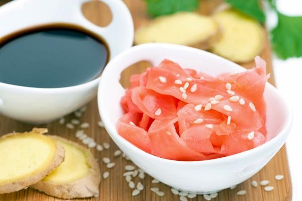 маринованный имбирь и соус