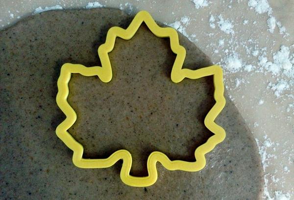 тесто и форма для имбирного пряника