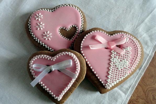 розовые пряники в виде сердца