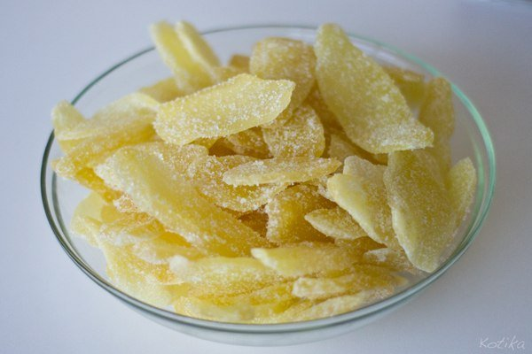 сушенный имбирь в сахаре