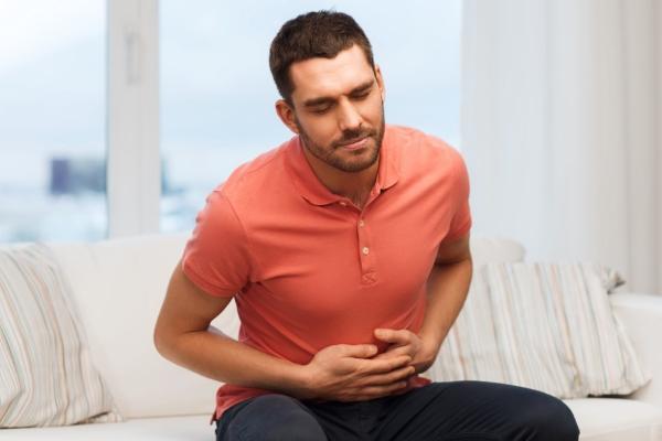 боль в желудке у мужчины