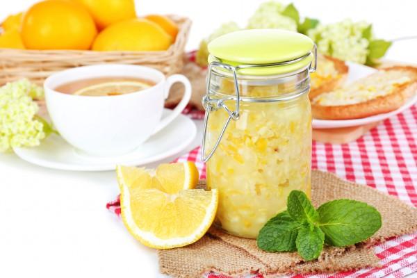 джем с лимоном и имбирем в банке