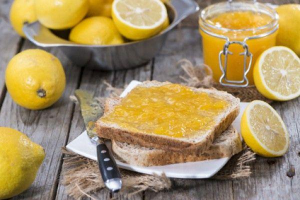лимонно-имбирный конфитюр на хлебе